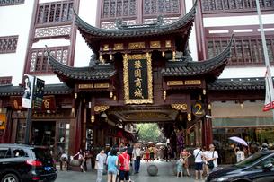 豫園商城の建物と人々の写真素材 [FYI03004866]