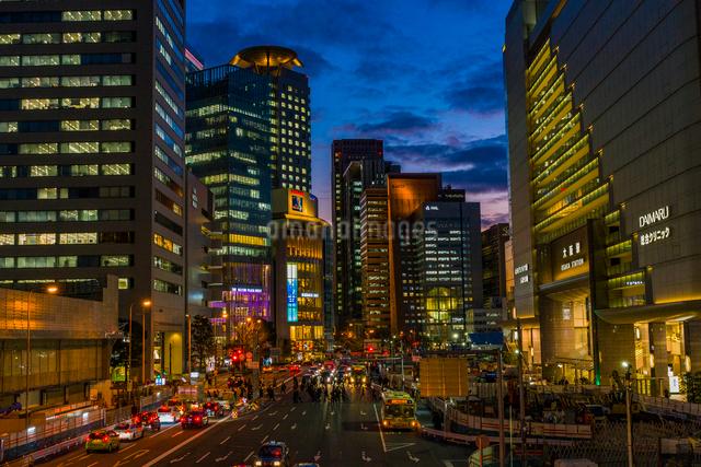 大阪駅前の夜景の写真素材 [FYI03004898]