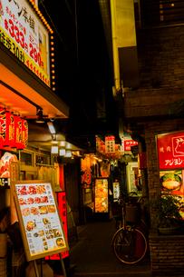 鶴橋 焼き肉店街の写真素材 [FYI03004920]