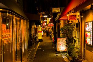 鶴橋 焼き肉店街の写真素材 [FYI03004923]