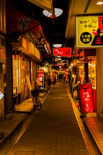 鶴橋 焼き肉店街の写真素材 [FYI03004925]