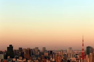 夕日の東京タワーの写真素材 [FYI03005024]