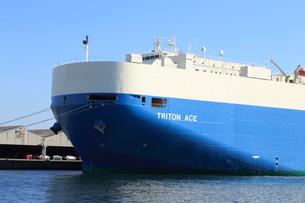 横浜港の自動車専用船の写真素材 [FYI03005185]