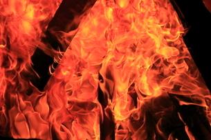焚き火の写真素材 [FYI03005201]