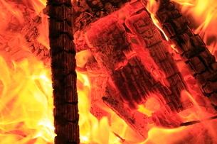 焚き火の写真素材 [FYI03005203]