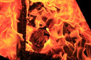 焚き火の写真素材 [FYI03005210]
