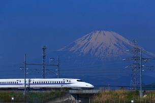 神奈川県 新幹線N700A系と富士山の写真素材 [FYI03005229]