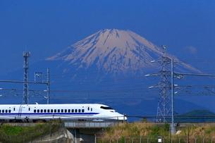 神奈川県 新幹線700系と富士山の写真素材 [FYI03005230]
