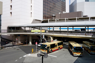 小田急線町田駅の神奈中バスの写真素材 [FYI03005237]