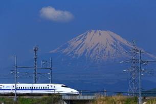 神奈川県 新幹線N700系と富士山の写真素材 [FYI03005238]