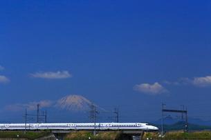 神奈川県 新幹線N700A系と富士山の写真素材 [FYI03005241]