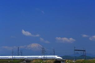 神奈川県 新幹線700系と富士山の写真素材 [FYI03005244]