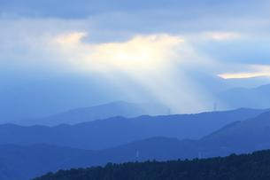 光をあびる足柄連山の写真素材 [FYI03005316]