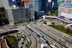 西新宿とバス乗り場の写真素材 [FYI03005317]