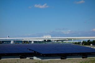 川崎市の浮島太陽光発電所の写真素材 [FYI03005330]