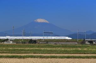 富士山と東海道新幹線の写真素材 [FYI03005332]