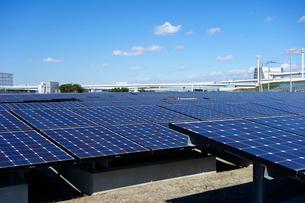 川崎市の浮島太陽光発電所の写真素材 [FYI03005334]