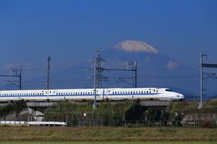 富士山と東海道新幹線の写真素材 [FYI03005344]