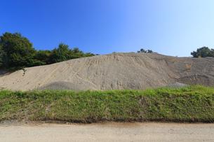 産業用の砂利山の写真素材 [FYI03005345]