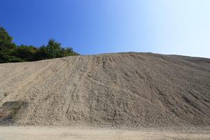 産業用の砂利山の写真素材 [FYI03005349]
