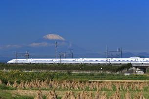 富士山と東海道新幹線の写真素材 [FYI03005350]