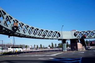 みなとみらいのサークルウォーク歩道橋の写真素材 [FYI03005360]