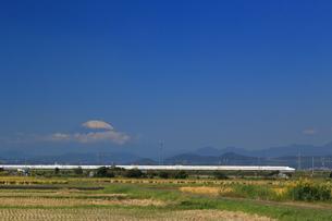 富士山と東海道新幹線の写真素材 [FYI03005362]