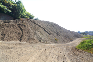 産業用の砂利山の写真素材 [FYI03005371]