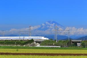 富士山と新幹線の写真素材 [FYI03005429]