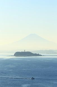 富士山と江の島の写真素材 [FYI03005448]
