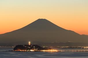 富士山と江の島の写真素材 [FYI03005456]