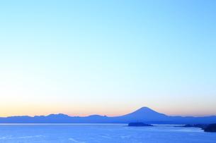 富士山と江の島の写真素材 [FYI03005467]
