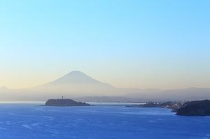 富士山と江の島の写真素材 [FYI03005480]