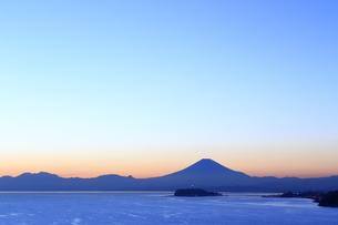 富士山と江の島の写真素材 [FYI03005492]