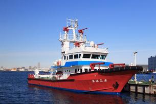 横浜港の消防艇よこはまの写真素材 [FYI03005655]