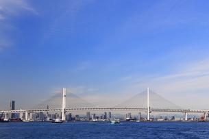 横浜ベイブリッジとみなとみらい21の写真素材 [FYI03005659]