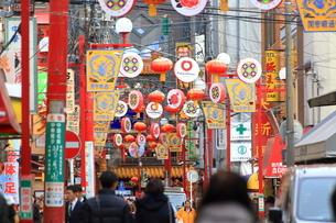 横浜 中華街の関帝廟通りの写真素材 [FYI03005667]