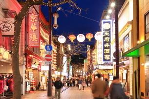 横浜 中華街の夜景の写真素材 [FYI03005679]