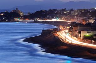 夜の湘南海岸国道134号の写真素材 [FYI03005693]
