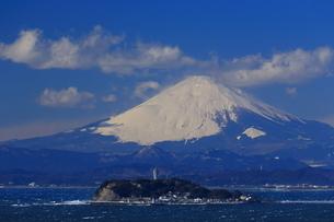 富士山と江の島の写真素材 [FYI03005697]