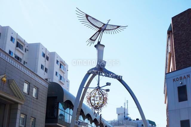 横浜元町のフェニックスアーチの写真素材 [FYI03005731]