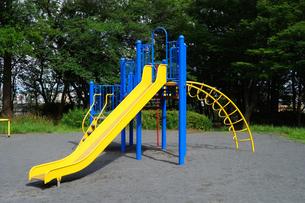 公園のすべり台の写真素材 [FYI03005822]
