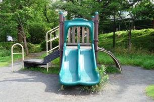 公園のすべり台の写真素材 [FYI03005823]