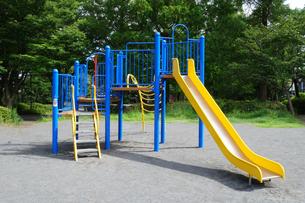 公園のすべり台の写真素材 [FYI03005825]