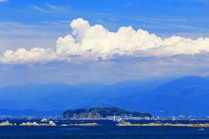 葉山から望む夏の江の島の写真素材 [FYI03005895]