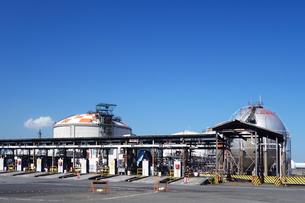 神奈川県 川崎のタンクローリー給油所の写真素材 [FYI03005954]
