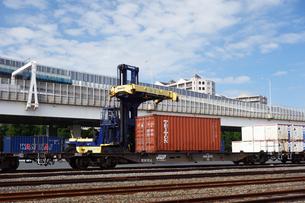 横浜本牧駅のトップリフターの写真素材 [FYI03006029]