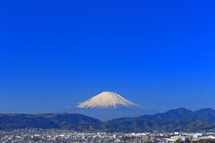 神奈川県秦野市の住宅街と富士山の写真素材 [FYI03006108]
