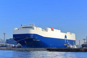 大黒埠頭の自動車専用船の写真素材 [FYI03006132]