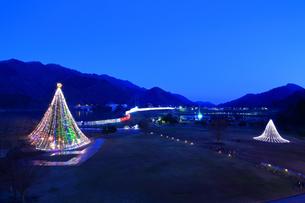 神奈川県 宮ヶ瀬のクリスマスイルミネーションの写真素材 [FYI03006221]